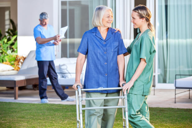 The-Difference-between-Skilled-Nursing-in-the-Home-and-a-Nursing-Home
